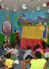 Spectacular puppet show at the library